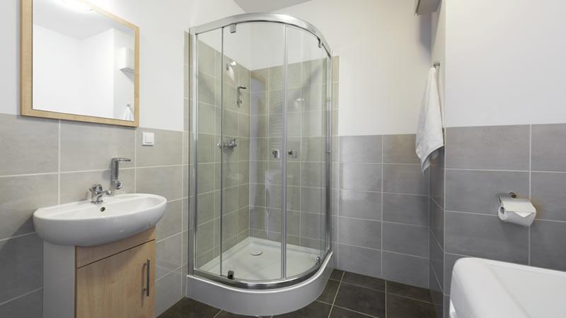Was kostet ein neues Bad? Beispiele und Online-Rechner